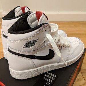 Air Jordan 1s Retro High Yin Yang sz 4.5Y
